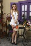 Stående av en härlig flicka royaltyfri fotografi