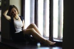 Stående av en härlig flicka royaltyfria foton