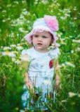 Stående av en härlig flicka bland blommorna Fotografering för Bildbyråer