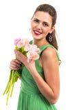 Stående av en härlig le kvinna med blommor Royaltyfri Foto