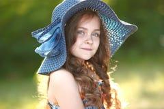 Stående av en härlig liten flicka royaltyfria foton