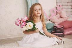 Stående av en härlig liten flicka Arkivbild