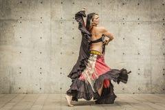 Stående av en härlig magdansös Royaltyfria Bilder