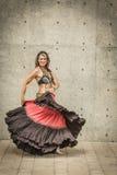 Stående av en härlig magdansös Royaltyfri Foto