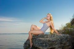 Stående av en härlig ung blond kvinna Royaltyfria Foton