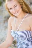 Stående av en härlig ung blond kvinna Arkivfoton