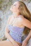 Stående av en härlig ung blond kvinna Royaltyfri Bild