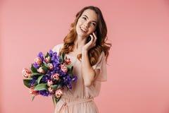 Stående av en härlig ung flicka i klänning royaltyfria foton