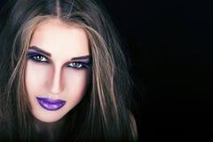 Stående av en härlig ung flicka med yrkesmässig makeup Royaltyfri Fotografi