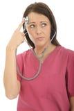 Stående av en härlig ung nyfiken kvinnlig doktor Acting Silly med en stetoskop Arkivfoton