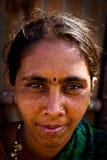 Stående av en indisk kvinna Julian Bound Arkivbilder