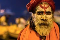 Stående av en indiska Sadhu i Varanasi, Indien Royaltyfri Bild