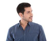Stående av en isolerad affärsman som bär den blåa skjortan över whi royaltyfri fotografi