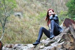 Stående av en kvinna i skogen Royaltyfri Fotografi