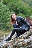Stående av en kvinna i skogen Fotografering för Bildbyråer
