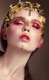 Stående av en kvinna med guld- makeup royaltyfri bild