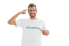 Stående av en le ung manlig volontär arkivbild