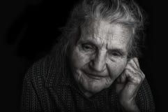 Stående av en ledsen gammalare kvinna Royaltyfria Foton