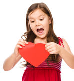 Stående av en ledsen liten flicka i rött Royaltyfri Bild