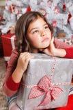 Stående av en ledsen liten flicka på jul Royaltyfri Foto