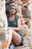 Stående av en ledsen lynnig blond kvinna Royaltyfria Bilder