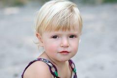 Stående av en liten flicka Arkivfoton