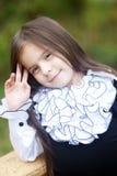 Stående av en liten flicka i en vitskjorta Royaltyfri Fotografi