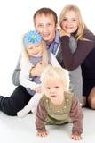 Stående av en lycklig familj med ett barn fotografering för bildbyråer