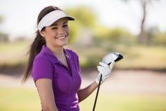 Stående av en lycklig kvinnlig golfare arkivfoto