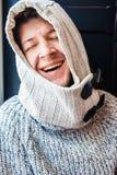 Stående av en lycklig skratta man Arkivfoto