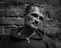 Stående av en mörk man. Arkivfoton