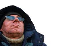 Stående av en man i en huv och solglasögon royaltyfria foton