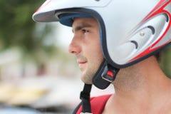 Stående av en man i motorcykelhjälm Royaltyfri Foto