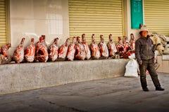 Stående av en man med yakkött från Tibet Royaltyfri Foto