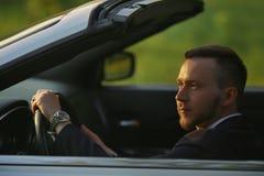 Stående av en man som kör en cabriolet Royaltyfria Foton