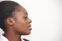 Stående av en nätt afrikansk flicka royaltyfria foton