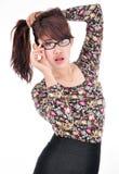 Stående av en nätt ung flicka som drar hennes hår i frustration Arkivfoto