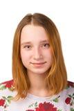Stående av en nätt ung le rödhårig manflicka fotografering för bildbyråer
