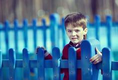 Stående av en pojke Arkivbild