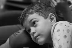 Stående av en pojke Arkivfoto