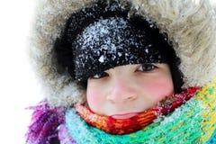 Stående av en pojke i snön royaltyfri foto