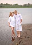 Stående av en pojke och en flicka på stranden Royaltyfri Foto