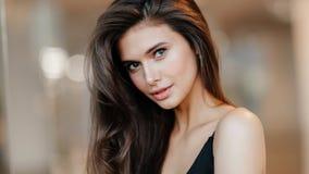 Stående av en rysk flicka royaltyfria bilder