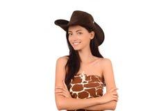 Stående av en sexig amerikansk cowgirl med hatten. Arkivbild