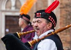 Stående av en skotsk säckpipeblåsare Royaltyfri Bild
