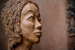 Stående av en skulpturkvinna arkivfoton