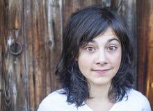 Stående av en tonårig flicka med stora uttrycksfulla ögon Arkivfoto