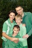 Stående av en trevlig familj arkivbild