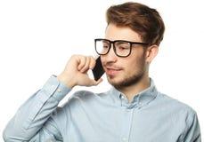Stående av en ung affärsman som talar på telefonen royaltyfria foton