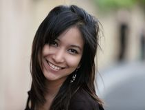 Stående av en ung asiatisk kvinna Royaltyfria Foton